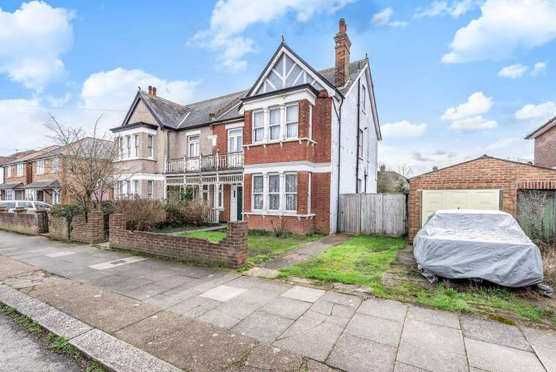 4 Bedrooms House for sale in Ashford, Surrey, TW15