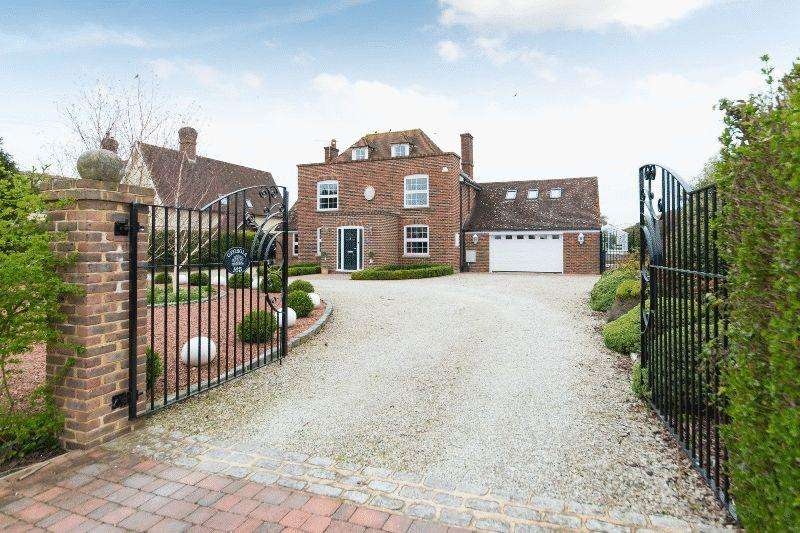 5 Bedrooms Detached House for sale in Dover Road, Sandwich
