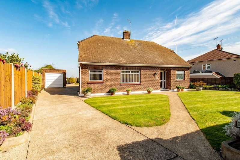 4 Bedrooms Detached Bungalow for sale in Chalk Road, Gravesend