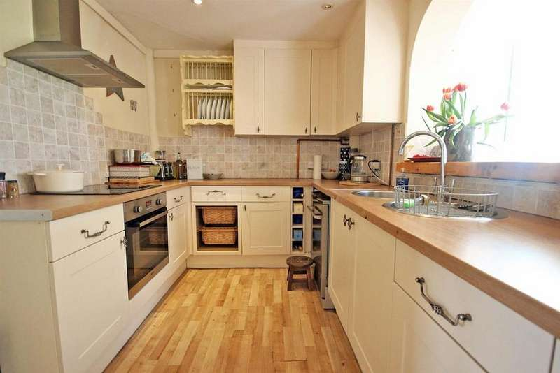3 Bedrooms Semi Detached House for sale in Close Road, Pavenham