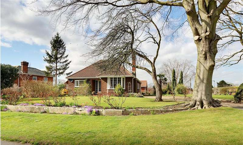 3 Bedrooms Bungalow for sale in Howe Lane, Goxhill, Barrow-upon-Humber, Lincolnshire, DN19