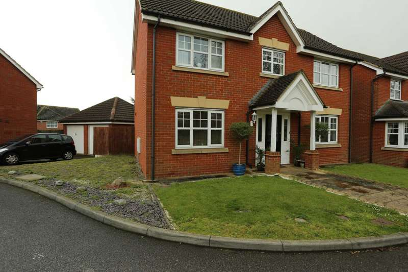 4 Bedrooms Detached House for sale in Hoveton Way, Ilford