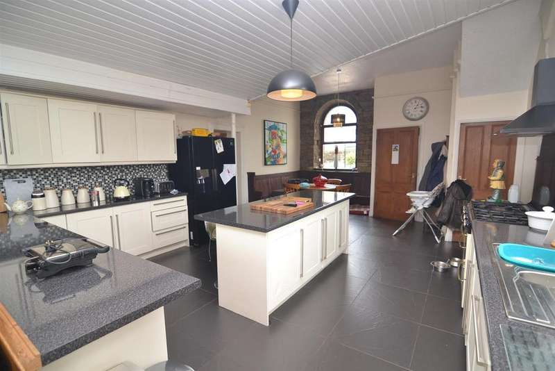 6 Bedrooms Detached House for sale in Halifax Road, Denholme, Bradford