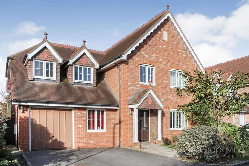 5 Bedrooms Detached House for sale in Caribou Close, Woodley, Reading