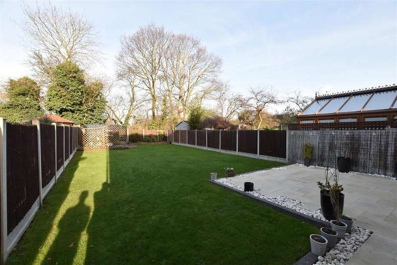 4 Bedrooms Detached House for sale in Canewdon View Road, Ashingdon, Rochford