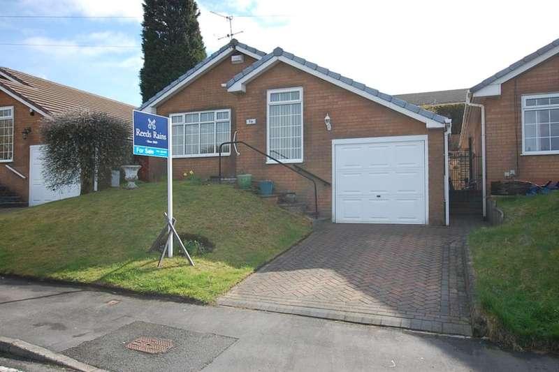 2 Bedrooms Detached Bungalow for sale in Broadhill Road, Stalybridge, SK15