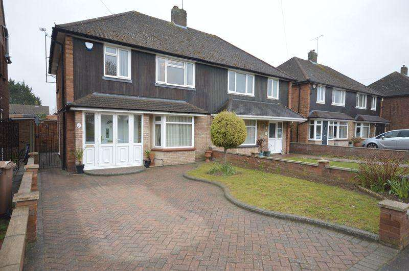 3 Bedrooms Semi Detached House for sale in Pegsdon Close, Luton