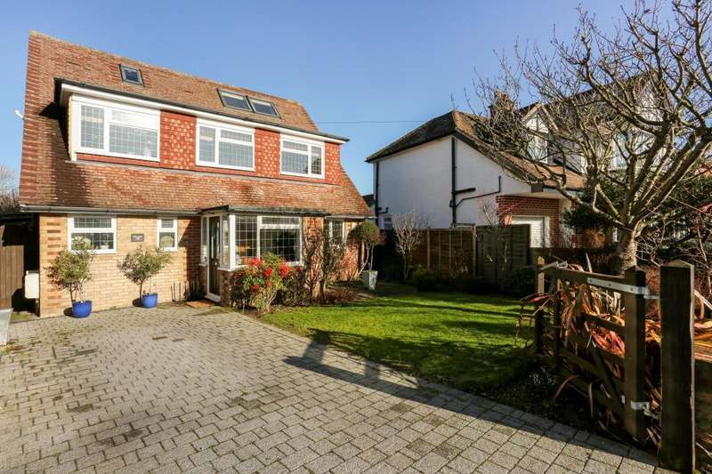 5 Bedrooms Detached House for sale in Woodland Avenue, Windsor, SL4