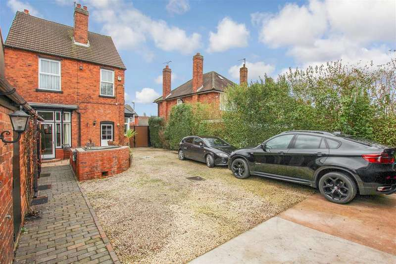 3 Bedrooms Detached House for sale in Bunkers Hill Lane, Bilston