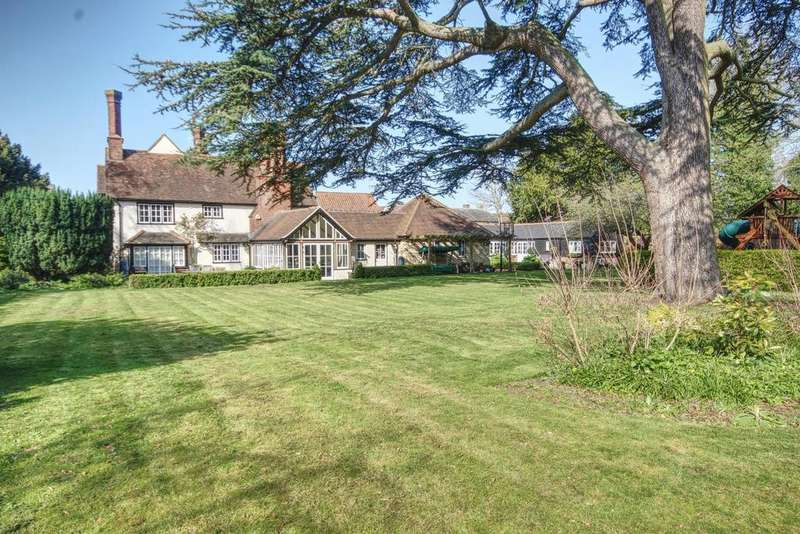 5 Bedrooms Detached House for sale in High Street, Ongar