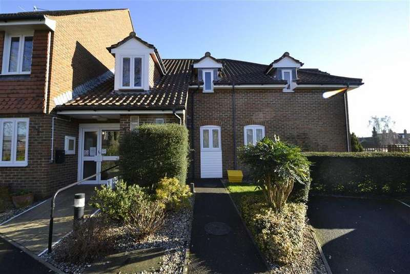2 Bedrooms Retirement Property for sale in Mallard Court, West Mills, Newbury, Berkshire, RG14