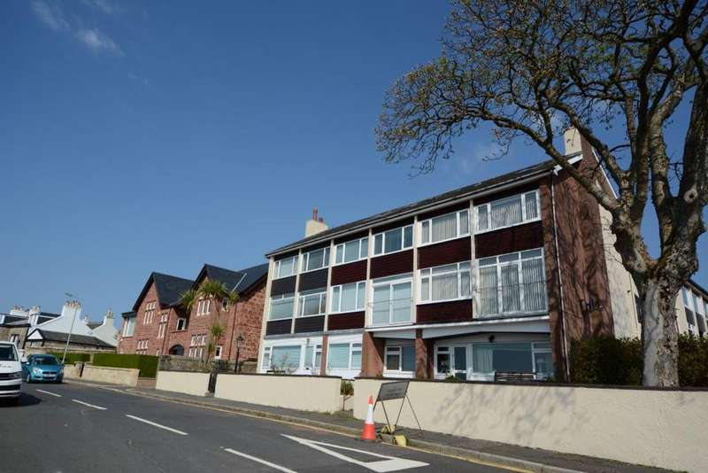 3 Bedrooms Apartment Flat for sale in 4 Broom Court, Largs, KA30 8EA