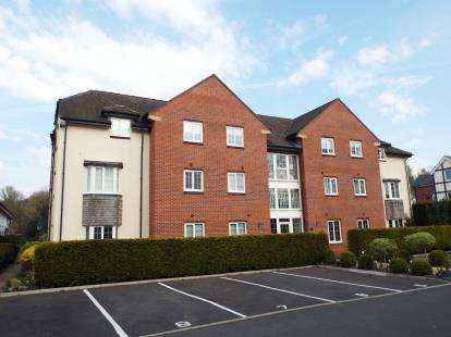 2 Bedrooms Flat for sale in The Cedars, Warford Park, Faulkners Lane, Knutsford