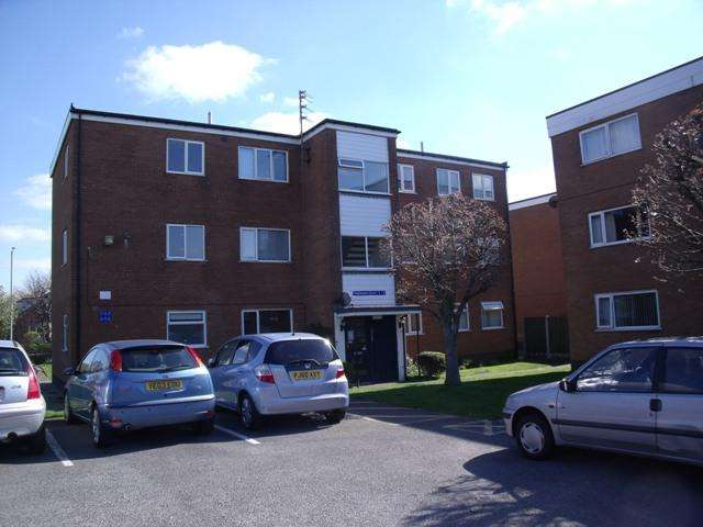 2 Bedrooms Flat for rent in Heyhouses Court, Heyhouses Lane, St. Annes-on-Sea, FY8