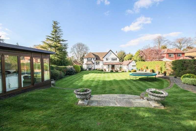 4 Bedrooms Detached House for sale in Wallington, Surrey