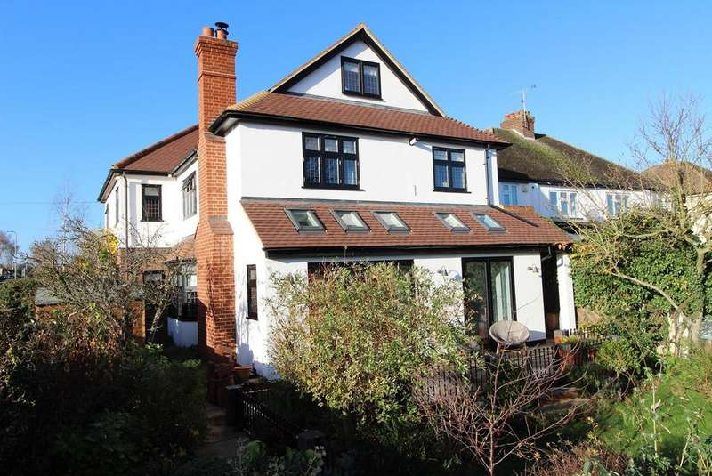 5 Bedrooms Detached House for sale in Park Drive, Upminster, Essex, RM14