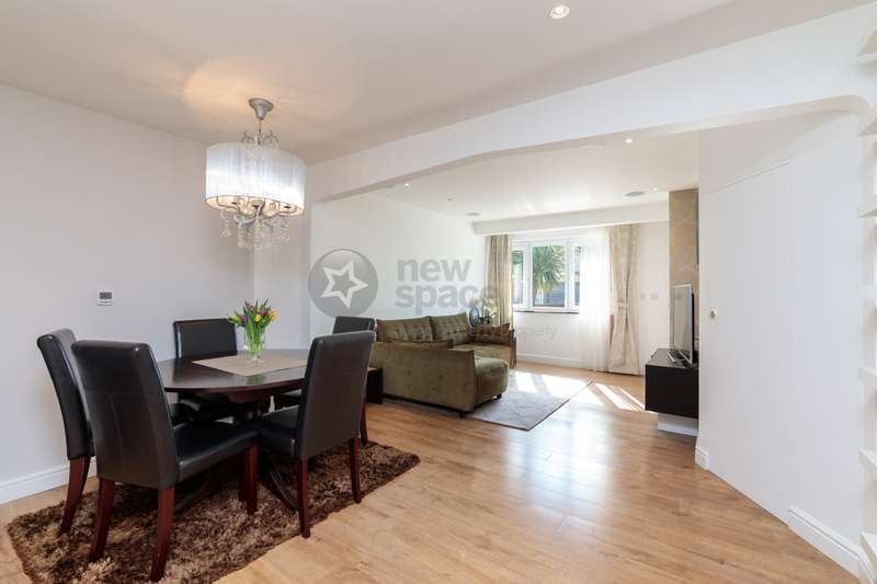 3 Bedrooms House for sale in First Avenue, Dagenham, RM10