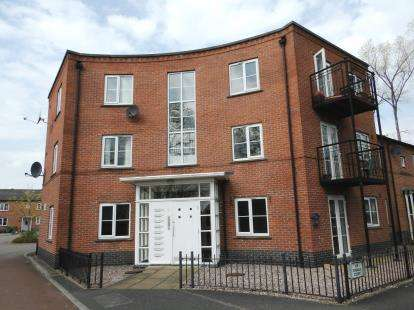 2 Bedrooms Flat for sale in Lyndale Court, Winsford, Cheshire