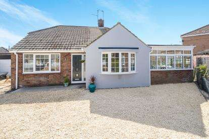 3 Bedrooms Bungalow for sale in Victor Drive, North Hykeham, Lincoln, Lincolnshire