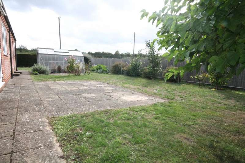 2 Bedrooms Detached Bungalow for sale in Oxford Road, Chieveley, RG20