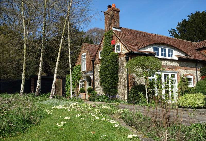 2 Bedrooms Semi Detached House for sale in Forestside, Rowland's Castle, West Sussex, PO9