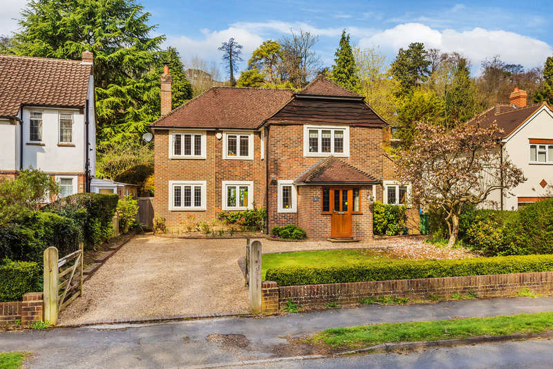 4 Bedrooms Detached House for sale in Harestone Valley Road, Caterham, CR3