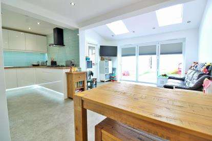 3 Bedrooms End Of Terrace House for sale in Laxton Close, Olveston, Bristol