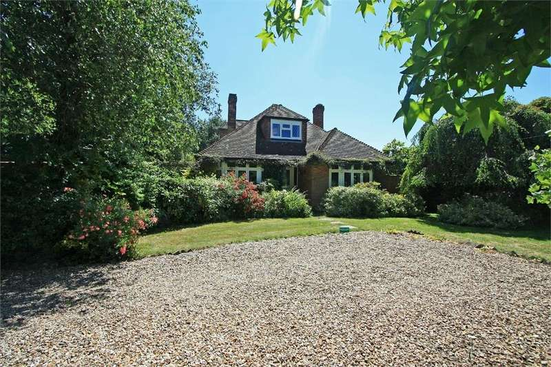 4 Bedrooms Chalet House for sale in Lymington Road, East End, Lymington, SO41