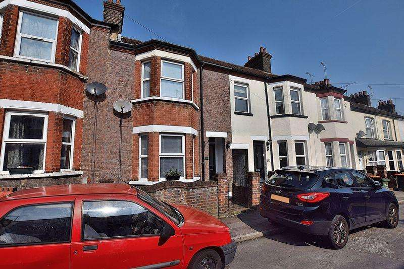 2 Bedrooms Terraced House for sale in READY TO MOVE IN! Bay fronted character property!