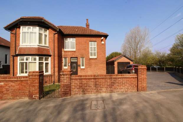 3 Bedrooms Detached House for sale in Huddersfield Road, Stalybridge, Cheshire, SK15 3DW