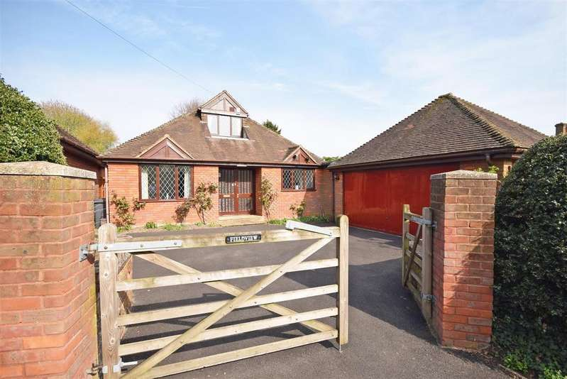 4 Bedrooms Detached Bungalow for sale in Plomer Green Lane, Downley Common
