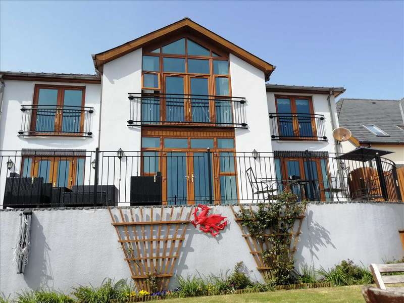 5 Bedrooms Detached House for sale in Ocean View, Pendine