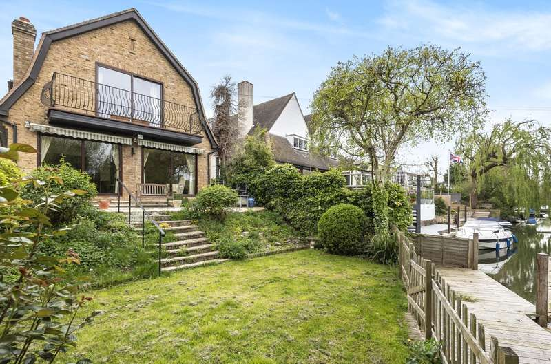 4 Bedrooms Detached House for sale in Riverside, Wraysbury, TW19