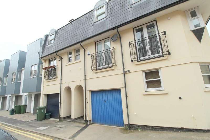 3 Bedrooms Town House for sale in Town Centre