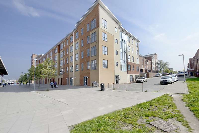 2 Bedrooms Flat for sale in Moulsford Mews, Reading, Berkshire, RG30