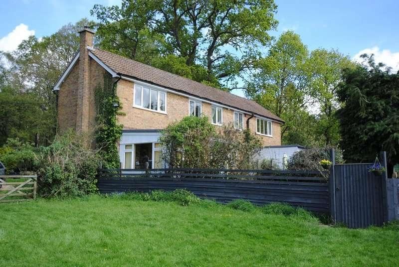 4 Bedrooms Detached House for sale in Newbury, Berkshire