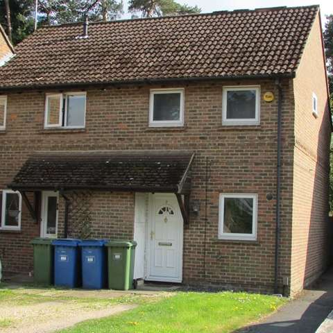 2 Bedrooms Semi Detached House for sale in Queens Pine, Crown Wood, Bracknell