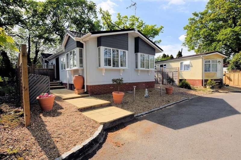 2 Bedrooms Park Home Mobile Home for sale in Seventh Avenue, Tilehurst, Reading
