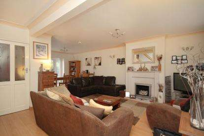 4 Bedrooms Semi Detached House for sale in Falcon Road, Dronfield, Derbyshire