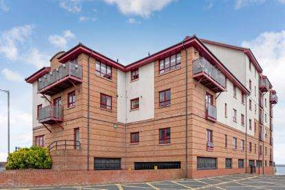 3 Bedrooms Flat for sale in Churchill Tower, South Harbour Street