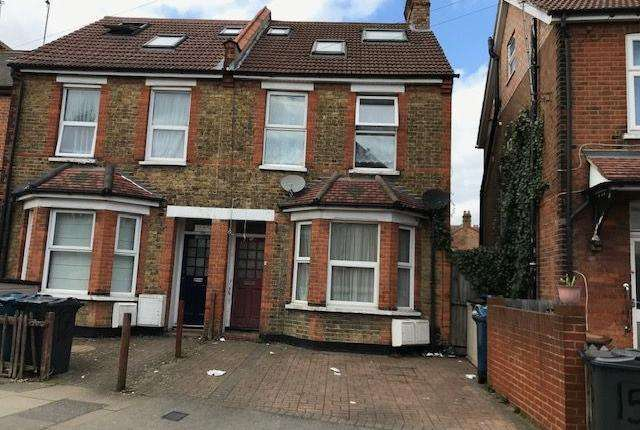 2 Bedrooms Flat for sale in Graham Road, Wealdstone HA3