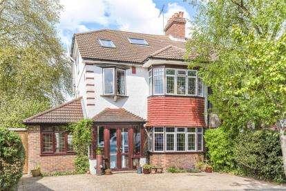 5 Bedrooms Semi Detached House for sale in Sherwood Way, West Wickham