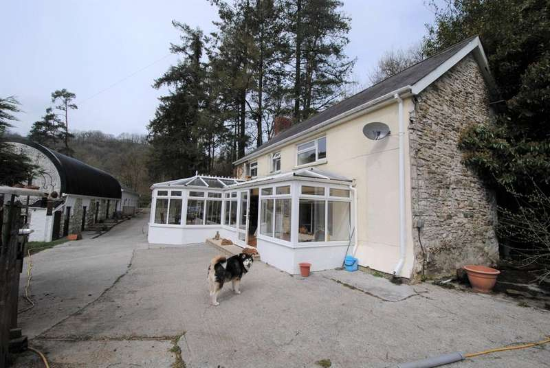 3 Bedrooms Farm House Character Property for sale in Cwmduad CARMARTHENSHIRE