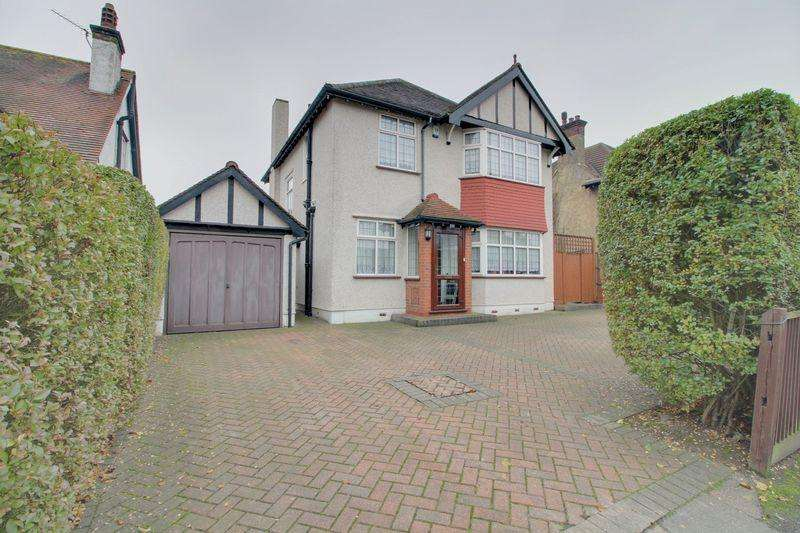 3 Bedrooms Detached House for sale in Stafford Road, Wallington