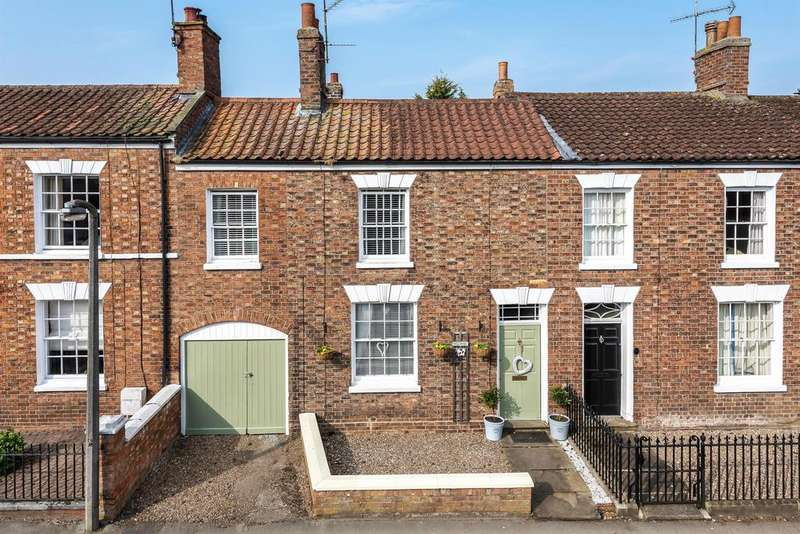 4 Bedrooms Town House for sale in Queen Street, Horncastle, Lincs, LN9 6BD