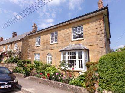 2 Bedrooms Flat for sale in Palmer Street, South Petherton, Somerset