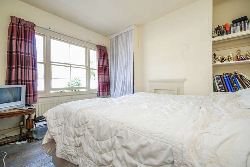 3 Bedrooms House for sale in Cloister Road, Hampstead, NW2