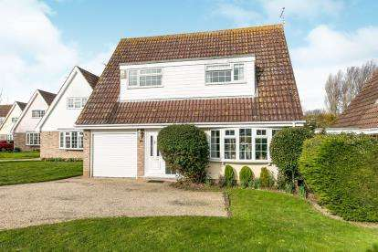 4 Bedrooms Detached House for sale in Kirby-Le-Soken, Frinton-On-Sea, Essex