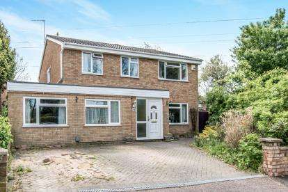 5 Bedrooms Detached House for sale in Colchester Way, Bedford, Bedfordshire, .
