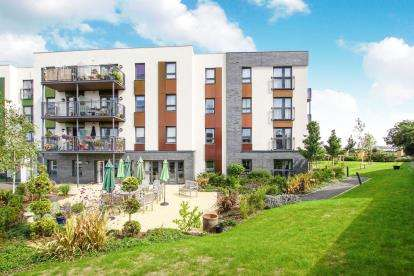 2 Bedrooms Flat for sale in Cheswick Court, Long Down Avenue, Bristol